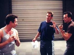 Staffel 3, Episode 15: Der Vorbote (Harbinger) - Stunt-Koordinators Vince Deadrick Jr. übt mit Dominic Keating und Steven Culp