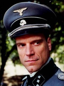 Staffel 4, Episode 2: Sturmfront, Teil 2 (Storm Front, Part II) - Christopher Neame